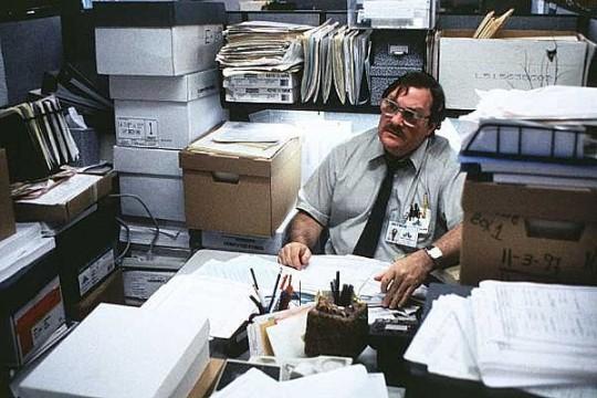 Luego prendes fuego a la oficina, y con razon